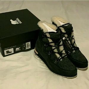 Women Sorel Sneakchic Alpine boots, size 6 NWT